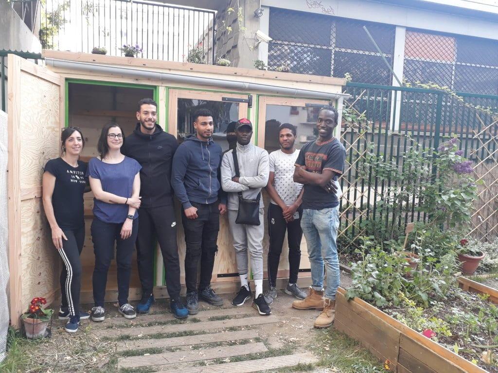 Construction de la chaisothèque par Extramuros, Feu vert et les jeunes du quartier
